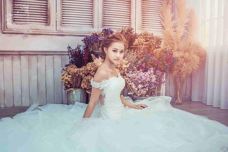 [婚紗寫真] 台中婚紗 婚紗攝影 唯美 棚拍攝影 婚紗照 平面攝影