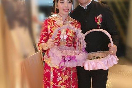現在超夯的中式龍鳳掛袍造型~~~