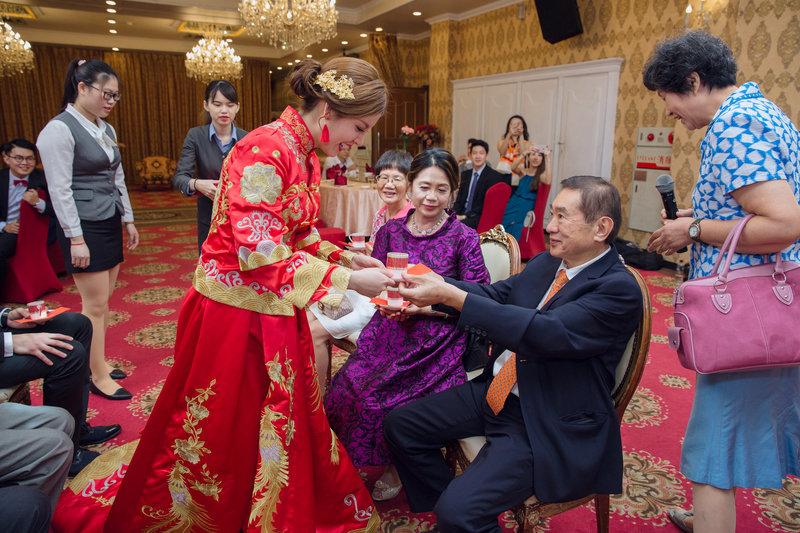 文定儀式中,奉茶是很重要的一環