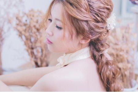 日系浪漫編髮/光澤自然妝感