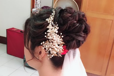 中長髮也可以做出漂亮的花苞頭