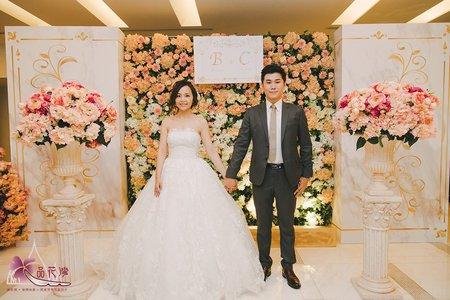 台北維多利亞婚佈 綠白花牆大理石紋背板