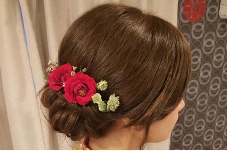 香港新人訂婚儀式群掛鮮花包頭造型