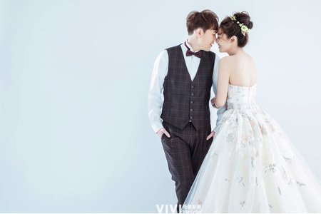 簡約素背婚紗(韓系、活潑)