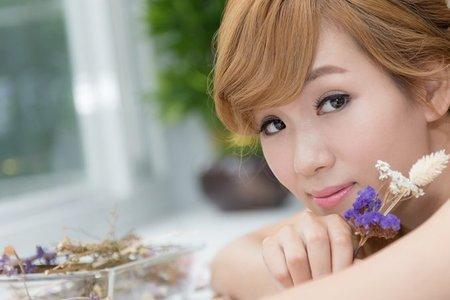 高雄新秘/浪漫捲髮/鋯石精致飾品/乾燥花/甜美唇妝/編髮