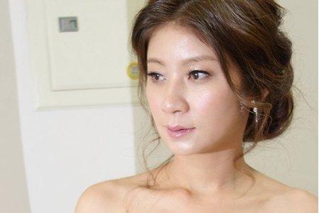 高雄新秘/韓系/噴槍裸妝/鬆編髮/手工飾品/自然妝感