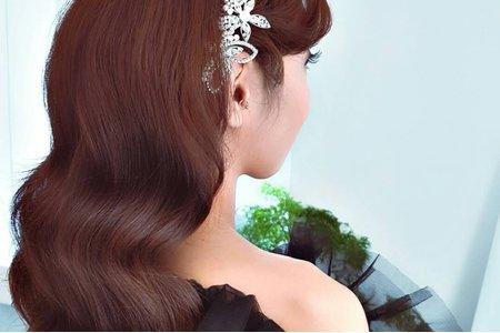 高雄新秘/歐式水波紋 / 蛋白石精緻鑽飾 / 黑色雪紡罩衫 /