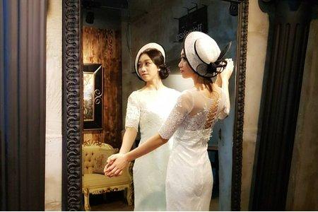 高雄新秘/法式浪漫/精緻手工禮帽/歐式盤髮/自助婚紗