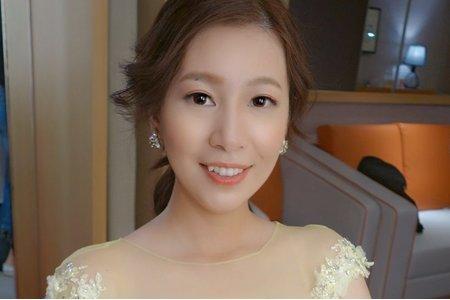韓系女主角優雅低馬尾造型
