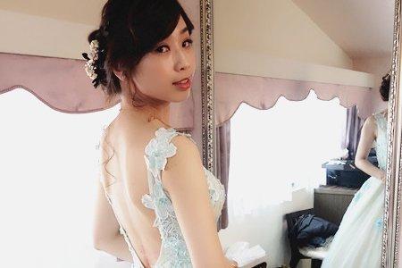 高雄新秘婚宴現場/ 精緻噴槍妝/ 乾燥花鬆線條髮型
