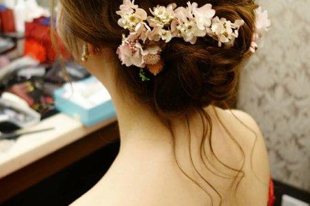 高雄新秘宴客鬆線條花飾造型
