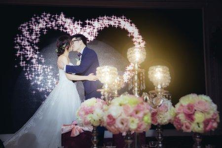 *****如果你也覺得這照片很美.請幫我分享給更多的人看到***** . 這是一場充滿開心與感動淚水的婚禮 . 新娘子與姐妹掏的感情讓人羨慕 . 過程中開心的不得了 . 與家人的感情也是讓人動容 .