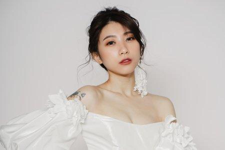 歐美/個性/時尚【Victoria】花瓣染唇妝/蕾絲耳環/經典裸橘