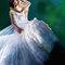 如同冰雪女王Elsa的外罩式剪裁長擺白紗
