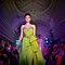 螢光果綠是一款拍照效果極佳的禮服