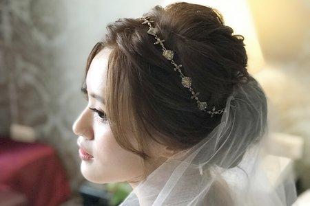 不凋花玫瑰髮飾+浪漫低盤髮