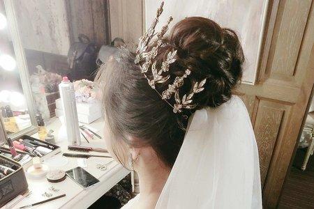 氣質編髮低盤髮+華麗皇冠公主