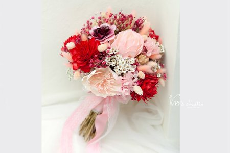 不凋花乾燥花浪漫組合!漸層紅知性新娘捧花