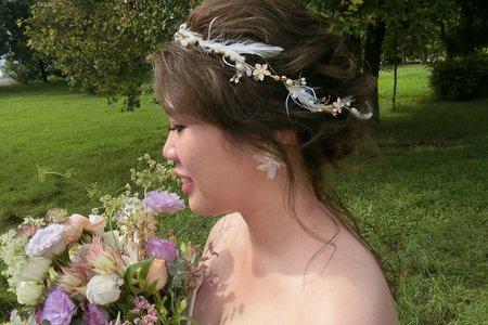 Lillian新秘造型工作室-韓式低馬尾+森林系羽毛低盤髮