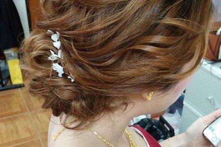 訂歸宴 Bride:蓁。好漂亮哦 蓁喜愛自然妝感,輕盈線條的髮型,飾品越少越好OK~沒問題呦