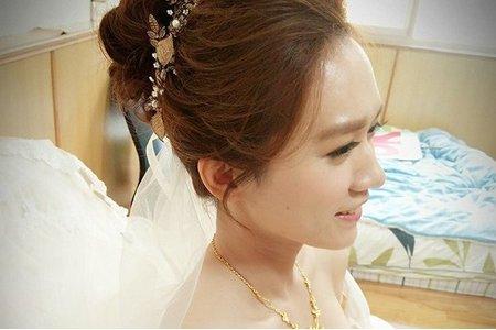 Bride:虹蚊  自然妝感/薄透亮蛋肌