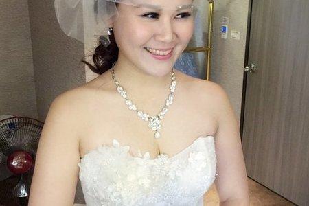 新娘雅雅-華麗抓紗、長髮公主、典雅包頭