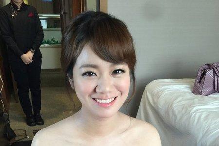 新娘以涵-甜美氣質、花苞髮、側編髮