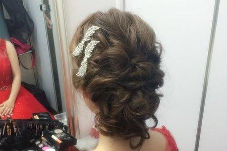 新娘俞君-氣質鬆亂低包、浪漫捲髮