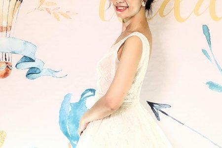 Vivi 手工禮服搭配韓式盤髮