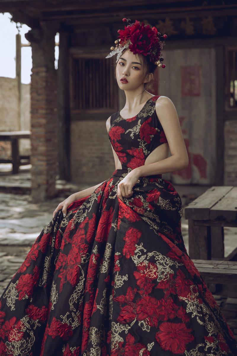 紅黑色調禮服