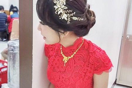 紅蕾絲旗袍-氣質盤髮-毓岑