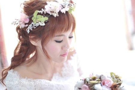 甜美粉色不凋花新娘造型