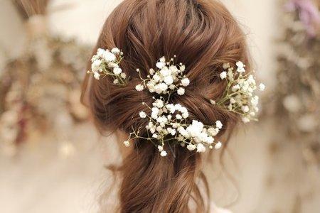 精緻可愛的新娘髮型與清純的滿天星