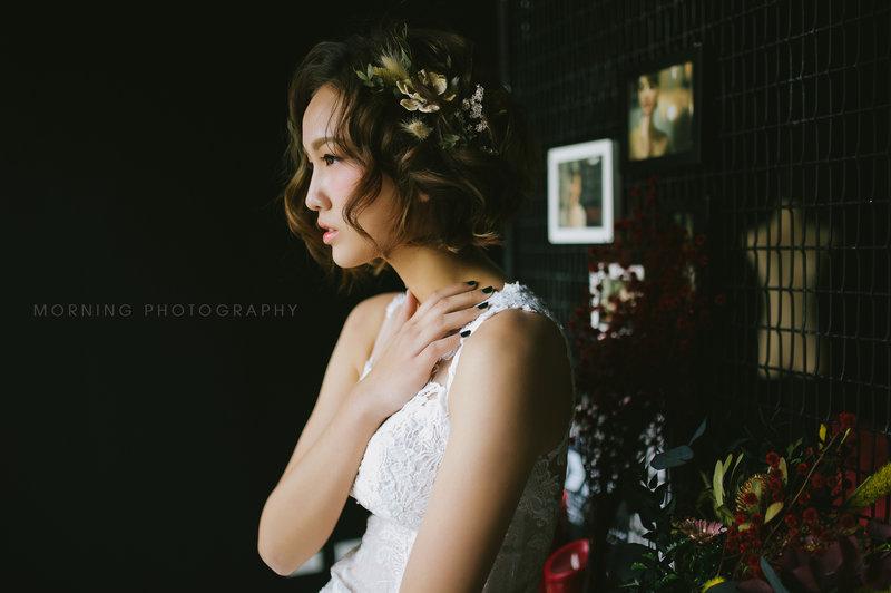 乾燥花在新娘造型上,也是很好的配飾