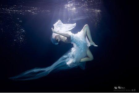 水中婚紗在最美一刻