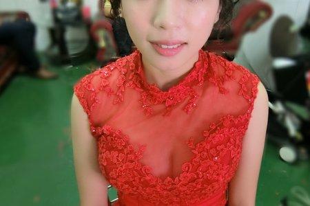 紅色禮服/文定造型/肩上短髮新娘/自然妝感