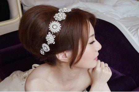 短髮新娘造型也可以這麼多變~手作花飾美美的 >> 南投 結婚午宴