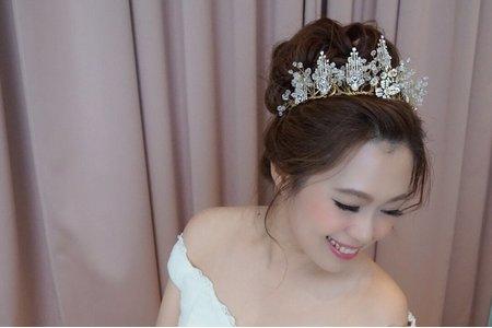 換上不同髮飾 也好美 效果大不同^^ 台中文定儀式+結婚儀式 單妝服務
