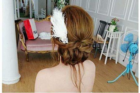 ??底盤髮滿多新娘喜歡,典雅中帶點浪漫??