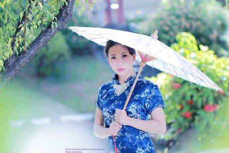 芯仁的藍色旗袍造型
