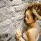 主題婚紗=白雪公主 以白雪公主為主題 利用乾燥花+鬆鬆的髮型和粉色系的妝感 打造出浪漫唯美的感覺(編號:514045)