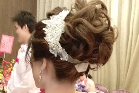 宜潔--肩紗挽髮造型