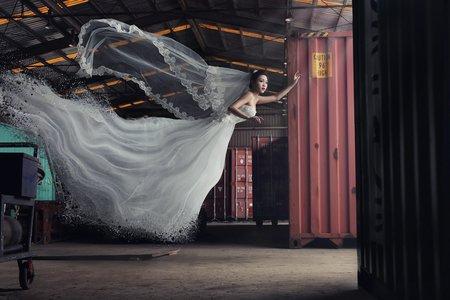 Chi Makeup - 貨櫃漂浮婚紗