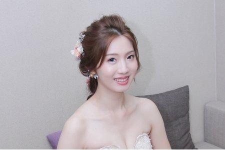 韓系裸妝和花藝編髮造型