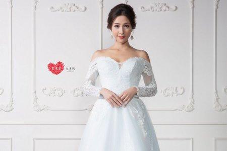 白色有袖長禮服