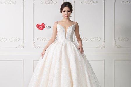 白色拖尾婚紗