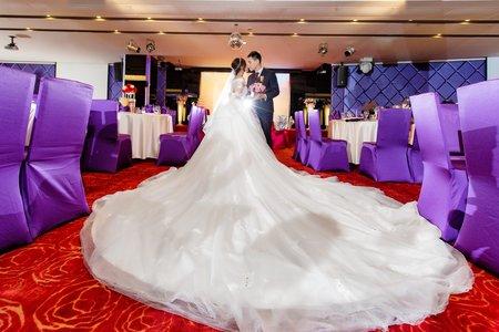 高雄婚禮攝影 | 夢時代雅悅會館 | 甜蜜牽手走往紅地毯步道