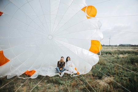 乘著降落傘飛揚