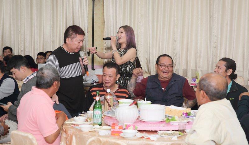 結婚喜宴歌手邀約賓客合唱