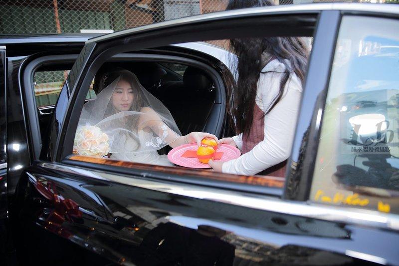 請新娘下車